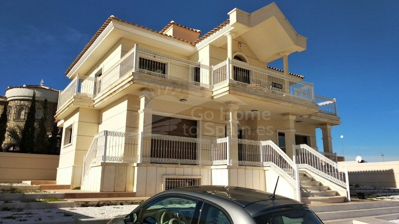 Re-Sale · Villa Ciudad Quesada